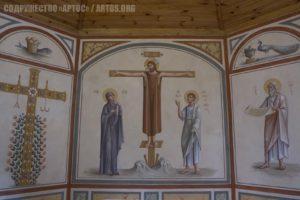 Архим. Зинон. Распятие с предстоящими, процветший крест (слева) и пророк Исайя (справа) - роспись алтаря.
