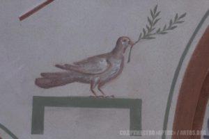 Архим. Зинон. Голубь с оливковой ветвью - фрагмент росписи восточной стены.